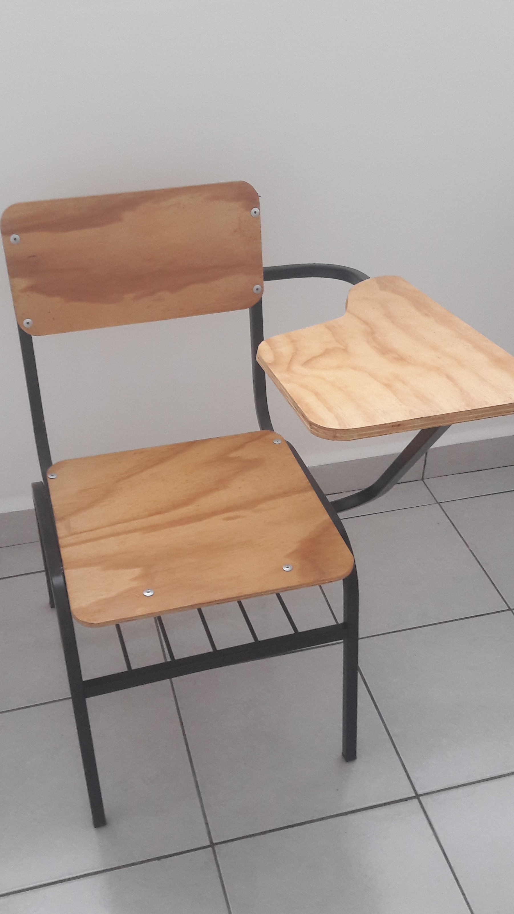 Lote 015 8 sillas para zurdos con entrepa o subastas en for Sillas para zurdos